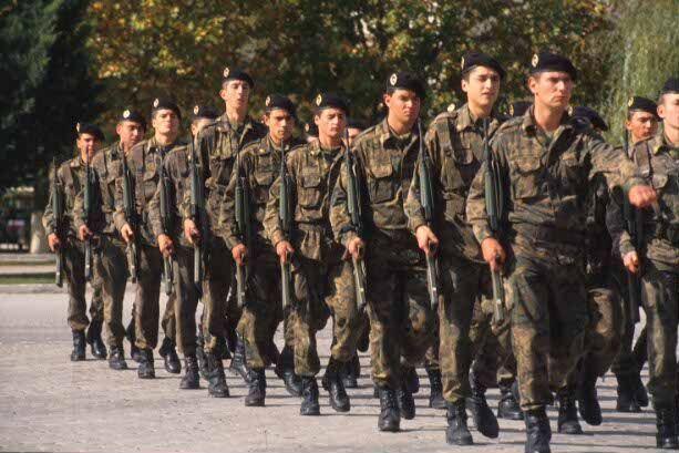 ¿Te gustaría que se instalara un servicio militar? (No confundir con Ejército)