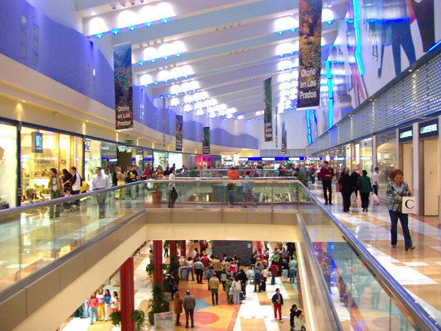 Estás andando por un centro comercial y tienes que descender 3 plantas para bajar al párking ¿Qué haces? (Échale imaginación)