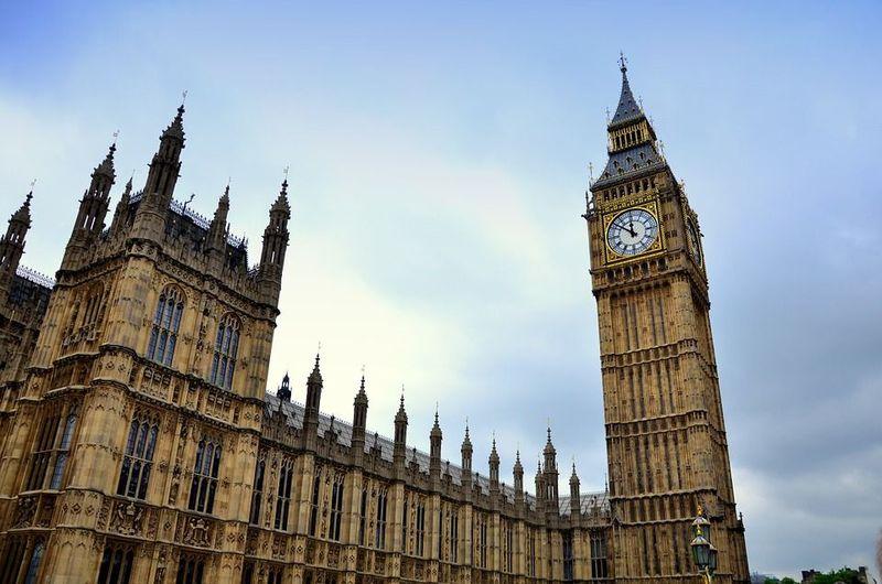 ¿Cómo se llama el famoso reloj de la torre de la Abadía de Westminster, en Londres?