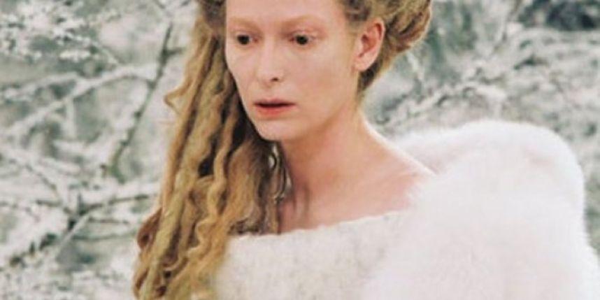 ¿qué personaje conoce antes a la bruja blanca?