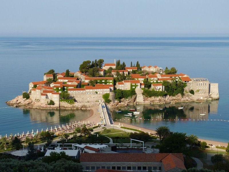 ¿Cuál de estos países forma parte de la península de los Balcanes?